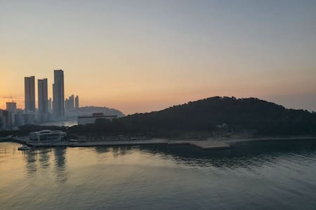 Haeundae/Dongback Is. sea view[ 2 Q- bed/Max 4per]