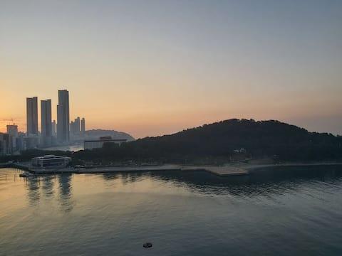 Haeundae/Dongback Is. sea view[ 2 Q- bed/Max 4per]