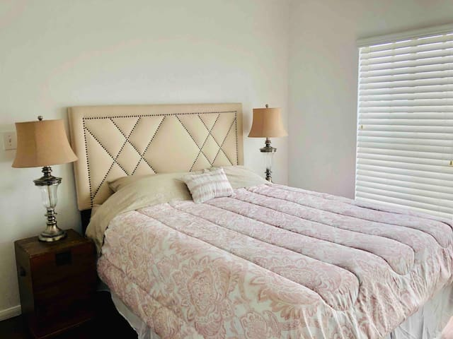 Light & Airy Room in Central Location!! Near UCSD