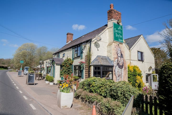 The Award Winning Farmer's Boy Inn - Single Rooms