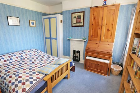 Double futon private room, nr Shops - Witney - Дом