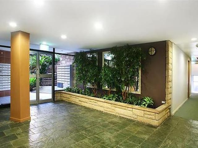 1 Bed with Balcony in North Sydney - North Sydney - Apartamento