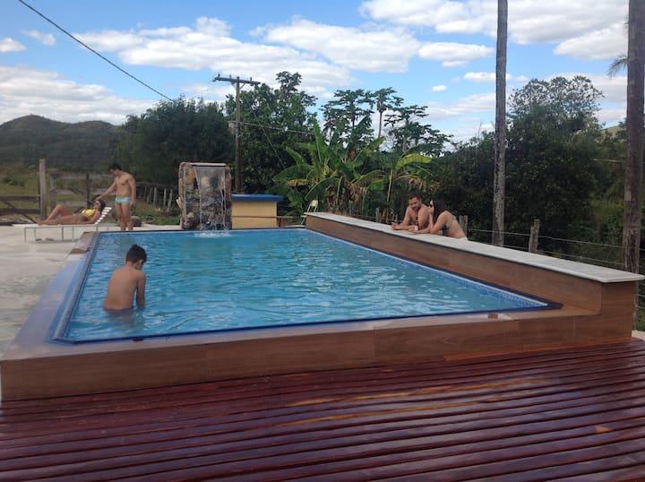 Fazenda Quebra Rabicho com piscina aquecida.