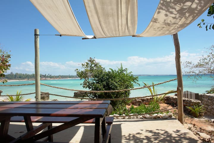 Fully Equipped Beach Front Bungalow (sleeps 4) - Pemba - Bungalow