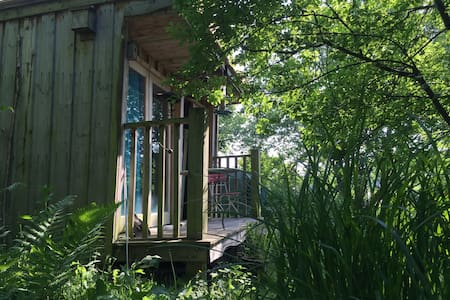 Woodland Retreat in Jaspers Orchard - Skjul