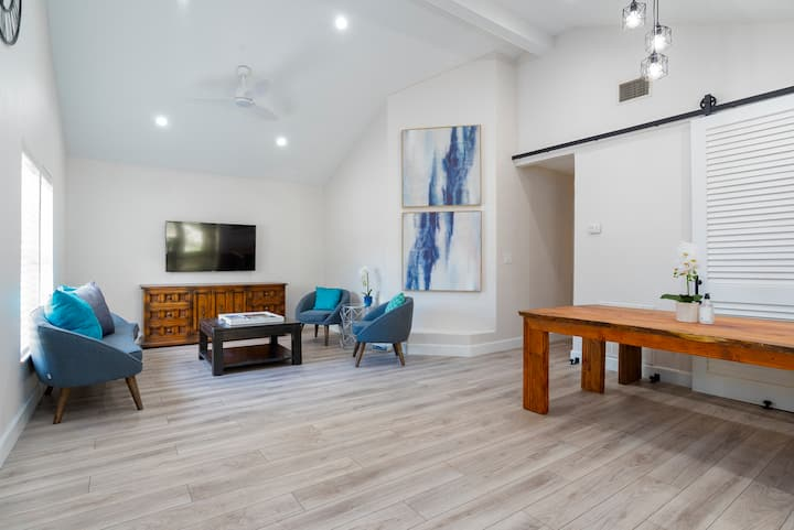Relaxed Renovated Bungalow Near Orlando Downtown!