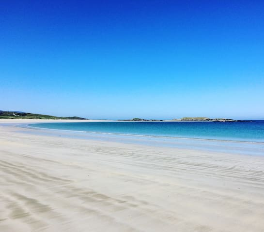 Glassillaun beach few minutes walk away