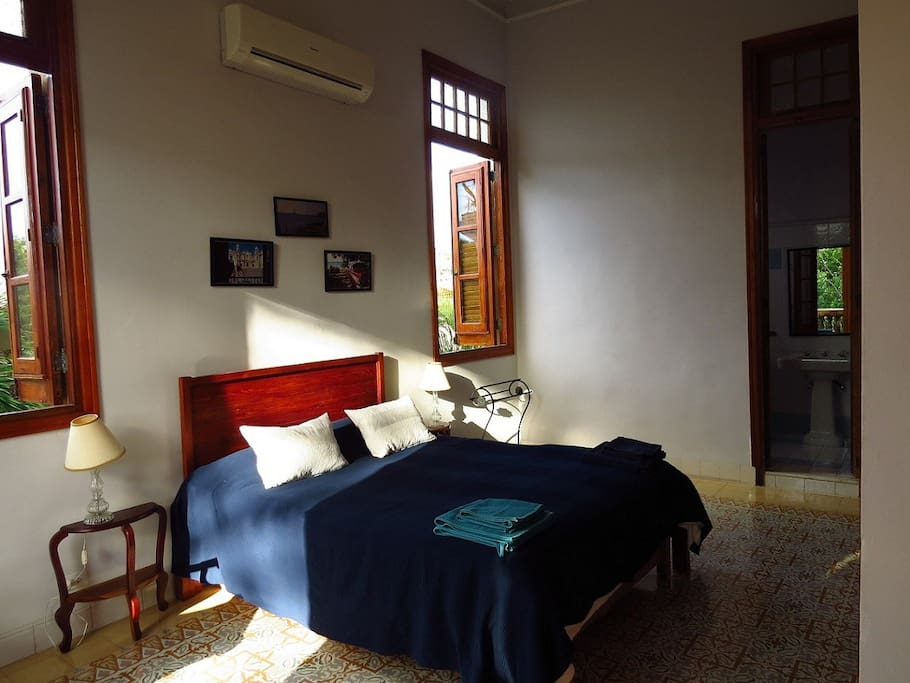 Hostal colonial vedado luxury and up to 8 people for Hostal luxury
