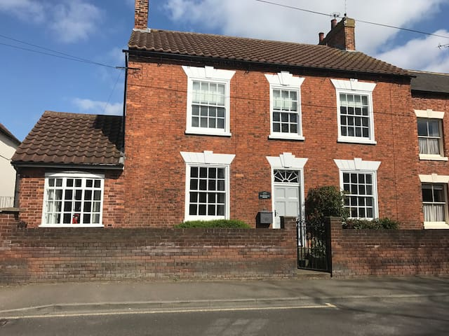 Charnwood House Grade II listed Farnsfield Newark - Farnsfield - House