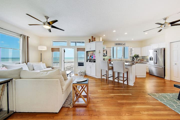 BlueMoon: Gorgeous, Professionally Decorated Oceanfront Beach Home North of Flagler Beach