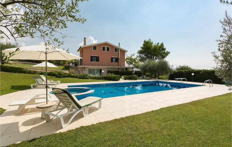 Holiday cottage with 3 bedrooms on 115m² in Giarratana