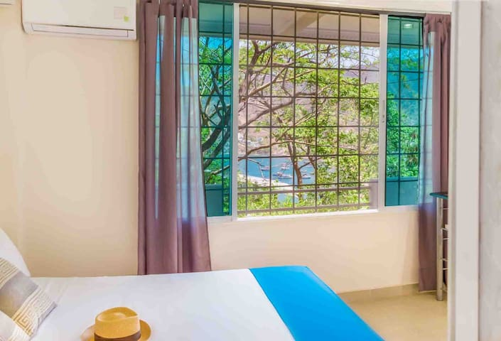 Studio Apartment with sea view, aircon, wifi 20 Mb