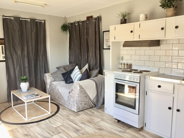 Cute Private Bungalow with Aircon