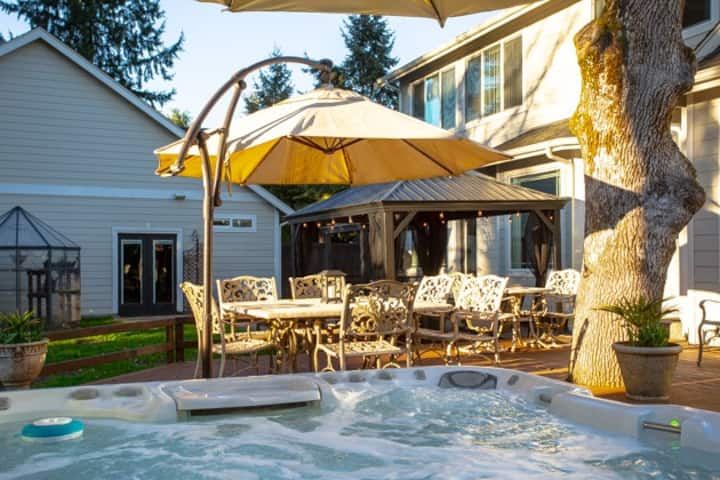 Lake Steilacoom access w/hot tub/pool table*kayaks