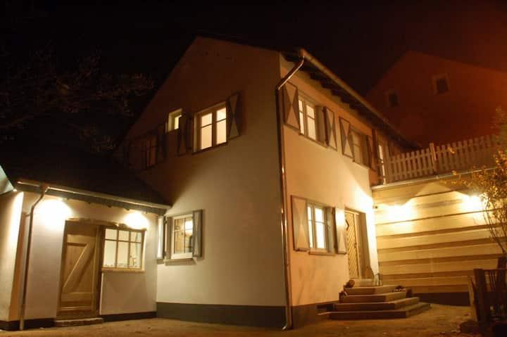 Design Cottage am Rhein-Kleine Villa im Pfuhl