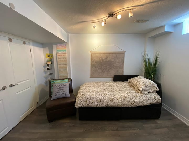 One bedroom cozy suite all private, separate entr