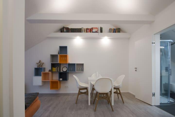 Modern eingerichtete Dachgeschosswohnung