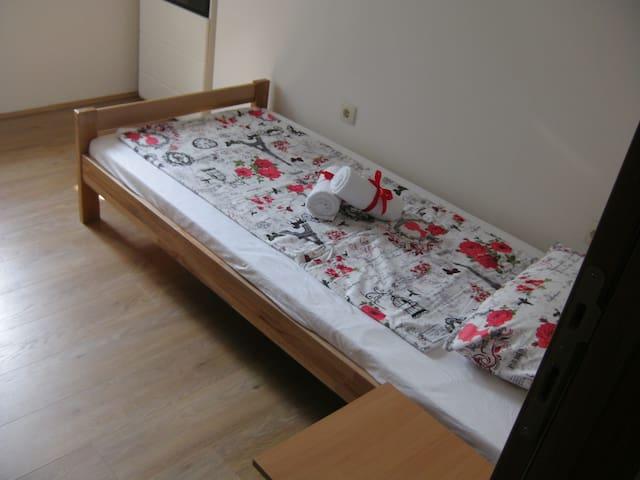 Rooms 5, A&A Hostel, Novi Sad