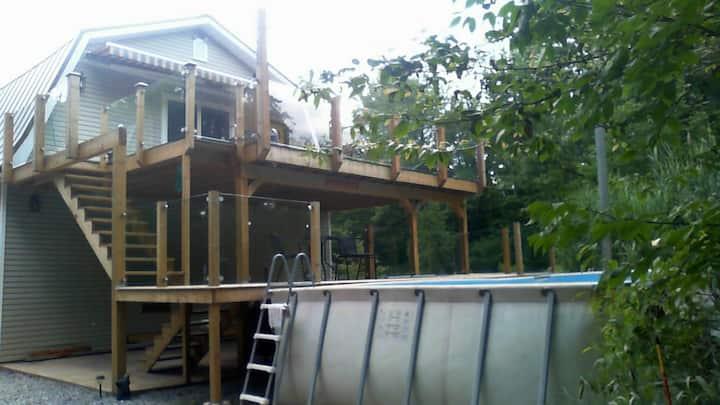 Private Upscale Loft/14 acre treed paradise