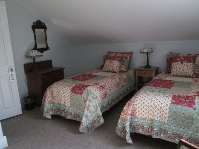 """The """"Verde Valley Room"""" is a pseudo master bedroom with custom twin beds, 2 antique dressers, and a 32"""" flat-screen TV with cable and DVD player.   A room air conditioner insures you are cool in summer."""