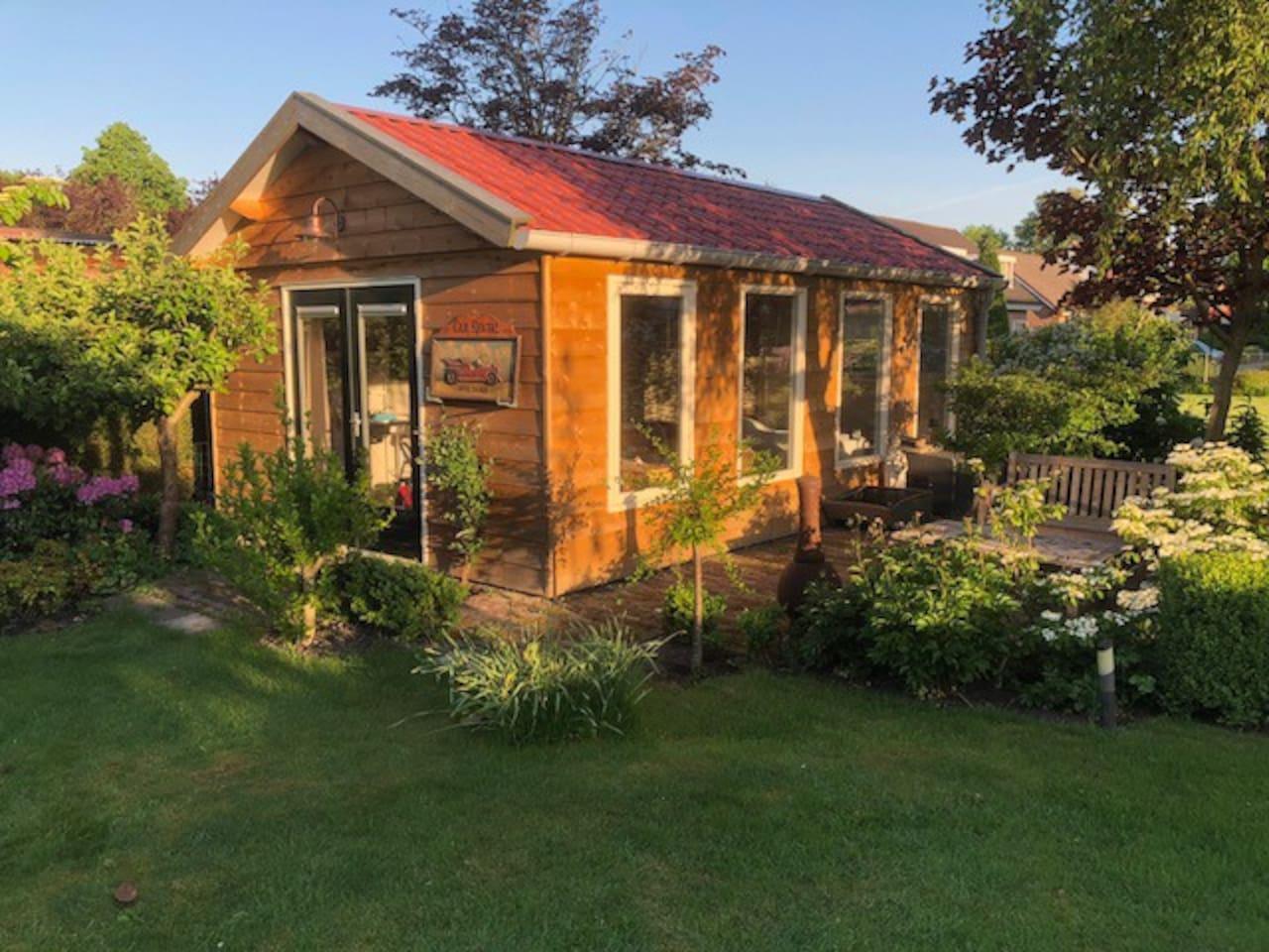 Tuinhuis/chalet Bed & Breakfast De Fruitige Tuin