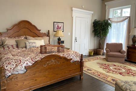 Historic McDonald House- DeGrazia Suite