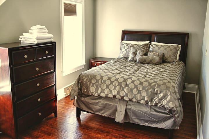 Bedroom#4 with queen size bed  (new bedroom set)