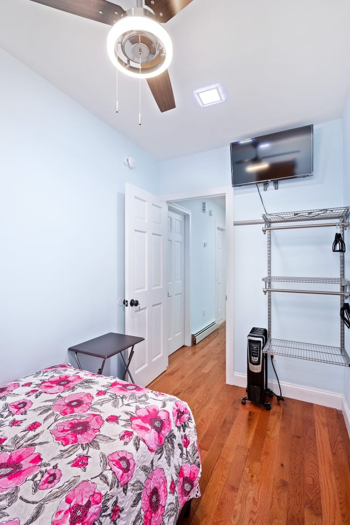 Clean and private room in a quiet house. DealS#3