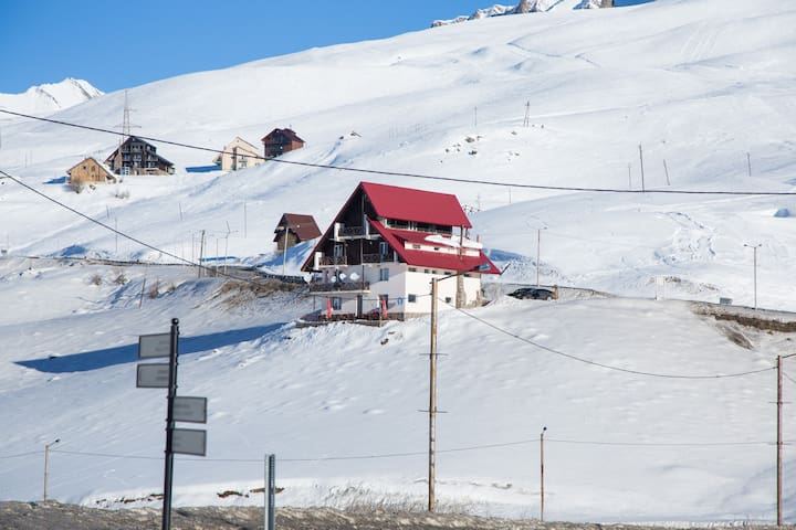 Snow House - cozy B&B in Gudauri