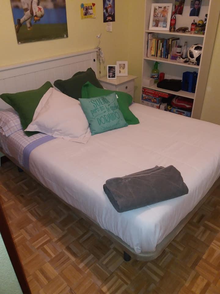 Habitación completa,cama doble,salón independiente