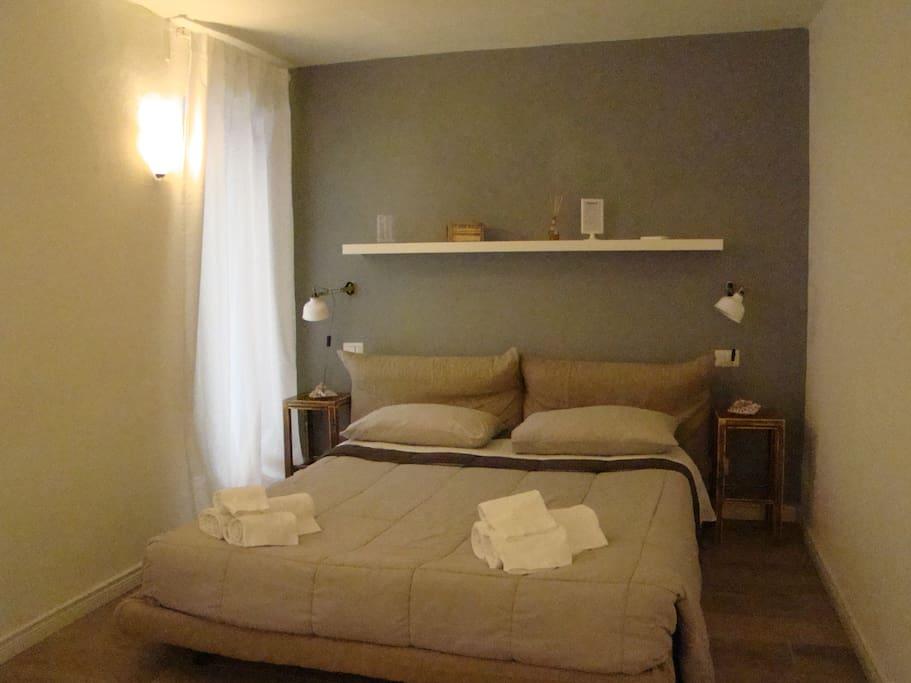 La camera è dotata di aria condizionata per l'estate e riscaldamento per l'inverno