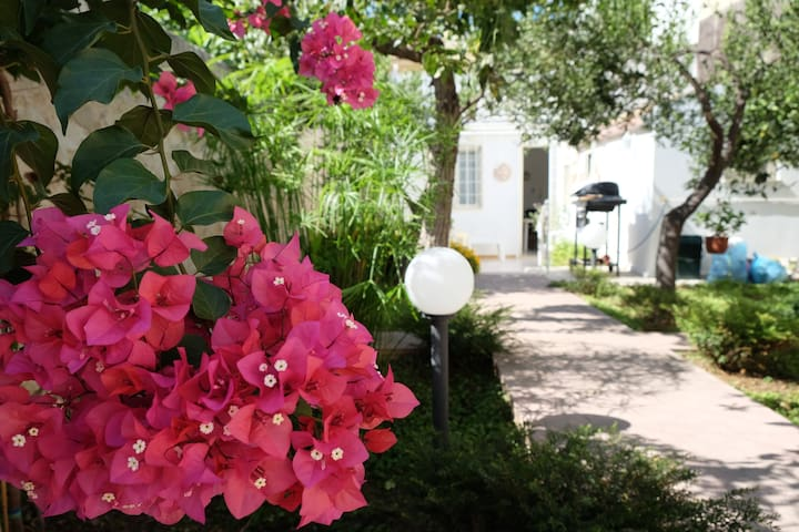 House with garden, 3 minutes from the beach