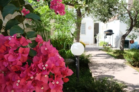 Дом с большим садом и парковкой (Сицилия)