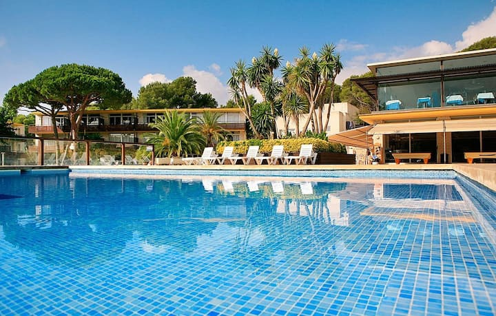 Air Conditioned Apartment in the Costa Brava | Pool Access