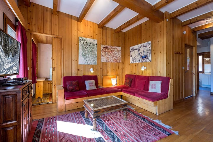 Apartment in a Ski-in/Ski-out chalet right in a heart of the resort