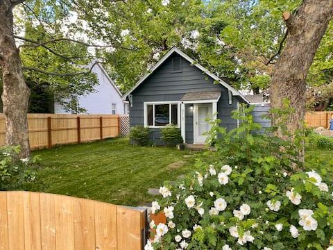 Urban Summer Camp! Private Fenced Yard, Fast WIFI