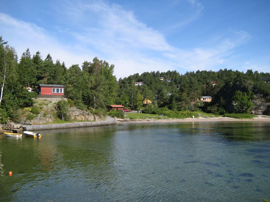 Hytta/området sett fra sjøen