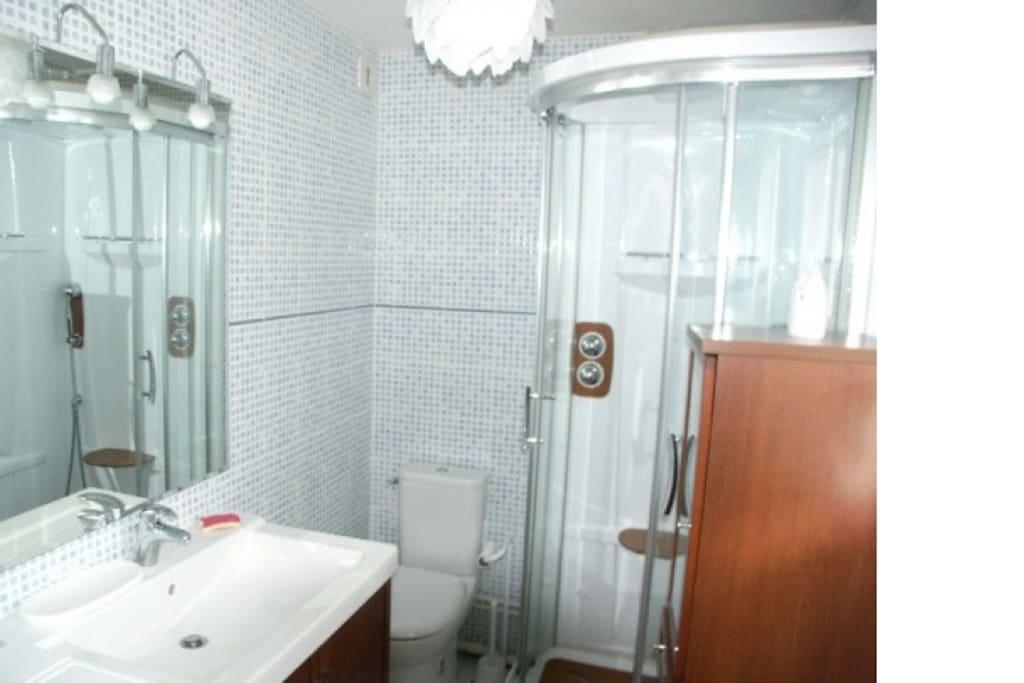 Salle de bain fonctionelle