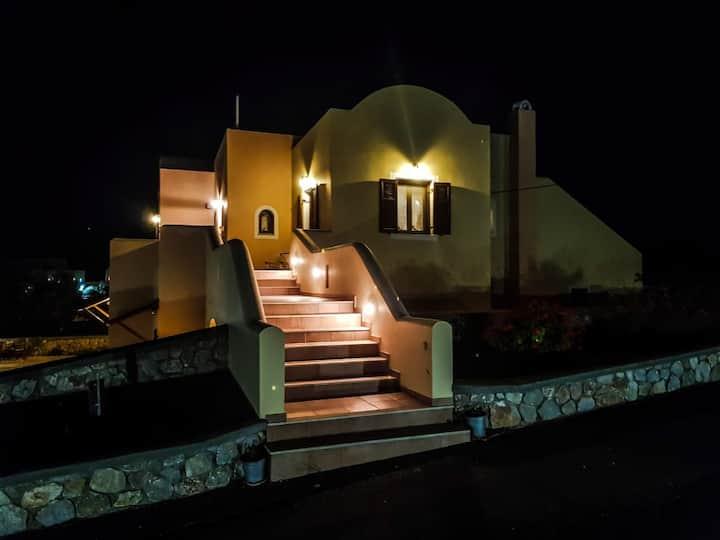 Sunshine house for 9 pax., verandas and seaview .