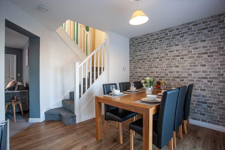 Wilton Lodge Redcar 3 Dbl Bedrooms Workstays  UK