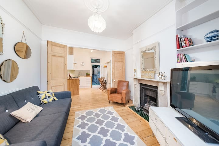 Fantastic Two Bedroom Garden Flat - London - Apartment