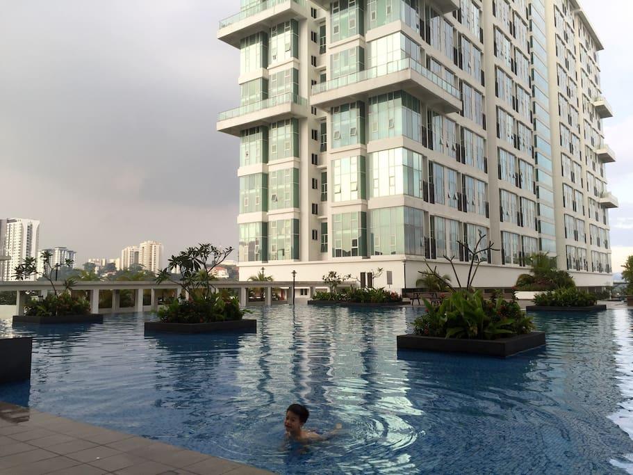 泳池景 (pool side)
