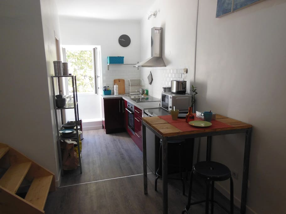 Studio loft salon de provence apartments for rent in for Studio photo salon de provence