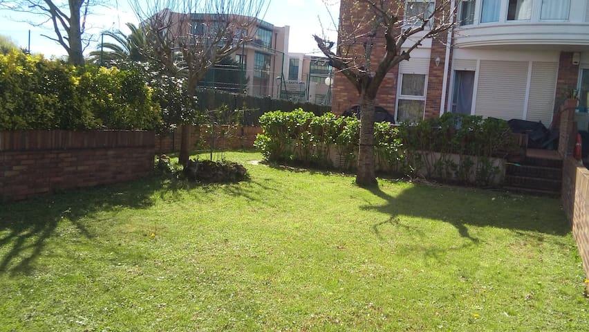 Con jardín y al lado de la playa - Santoña - Kondominium