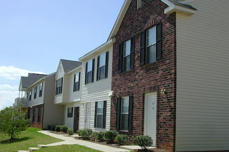 Cozy Townhome in Morrisville - 摩利斯维尔(Morrisville) - 公寓