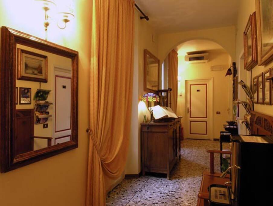 Corridoio antistante camera