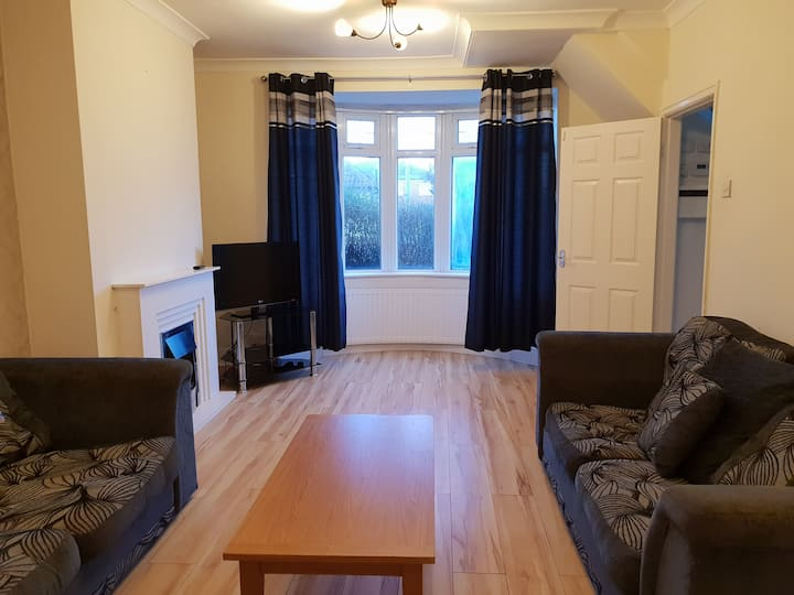 Eastgate Road, sleeps 6 in 4 bedrooms