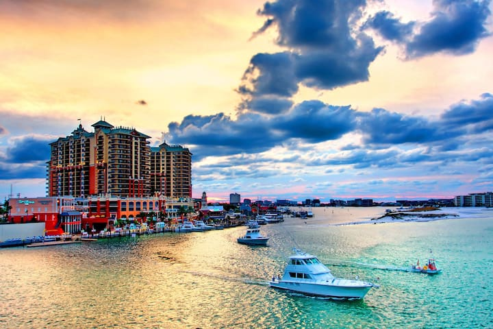 Just a short drive away is the Destin harbor. You must visit at least one night on your trip!