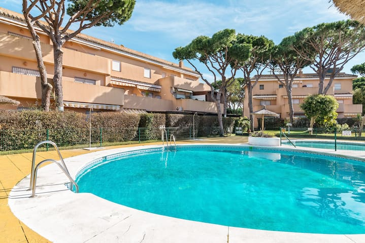 Apartment near the Beach with Wi-Fi, Air-Conditioning, Pool, Terrace and Balcony