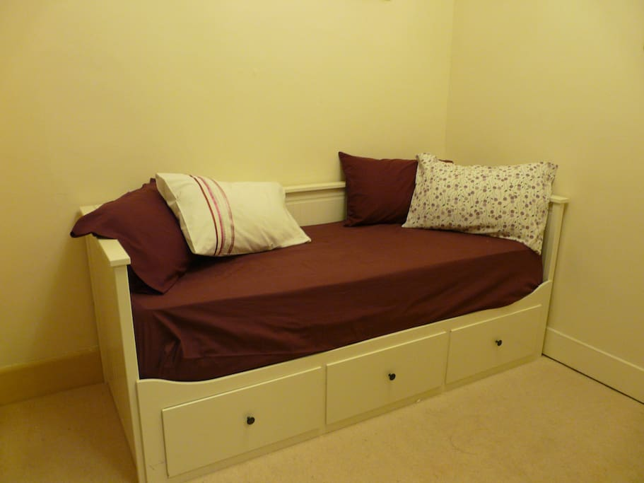 Daybed as Single